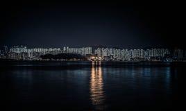 Vue de nuit d'horizon de Hong Kong Photos stock