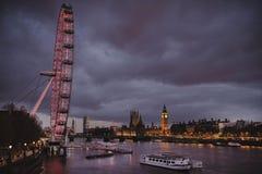 Vue de nuit d'oeil et de Big Ben de Londres images stock