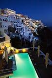 Vue de nuit dans Thira, Santorini photo stock