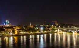 Vue de nuit de Bâle au-dessus du Rhin, Suisse Images libres de droits