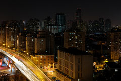 Vue de nuit de bâtiment images stock