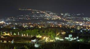 Vue de nuit de Batu, montagnes de Malang Photographie stock