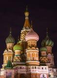 Vue de nuit de beau St Basil Cathedral Image stock
