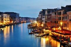 Vue de nuit de canal grand de Venise, Italie photographie stock libre de droits