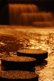 Vue de nuit de cascade à écriture ligne par ligne Photo libre de droits
