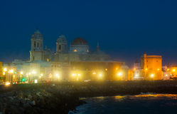 Vue de nuit de cathédrale à Cadix Image libre de droits