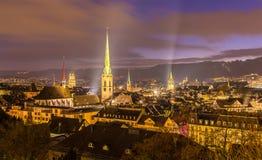 Vue de nuit de centre de la ville de Zurich Image stock
