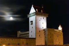 Vue de nuit de château de Herman. photos stock