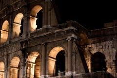 Vue de nuit de colosseum à Rome, Italie Photographie stock libre de droits