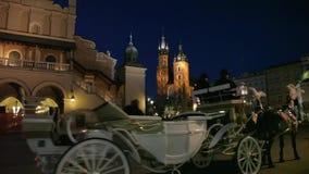 Vue de nuit de Cracovie banque de vidéos