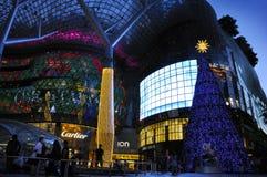 Vue de nuit de décoration de Noël à la route de verger de Singapour Photos libres de droits