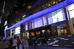 Vue de nuit de décoration de Noël à la route de verger de Singapour Photo libre de droits