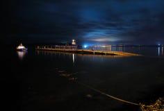 Vue de nuit de dock flottant de Calen, Calen, Chiloe, Chili Photos libres de droits