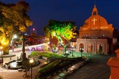 Vue de nuit de l'église du Christ et de la place néerlandaise, Malacca Photographie stock libre de droits