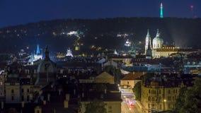 Vue de nuit de l'église du saint Nicolas avec la colline de petrin derrière elle timelapse banque de vidéos