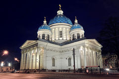 Vue de nuit de la cathédrale de Troitsky photos libres de droits