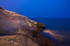 Vue de nuit de la plage en pierre dans Ténérife Photographie stock libre de droits