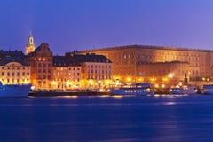 Vue de nuit de la vieille ville à Stockholm, Suède Photos stock