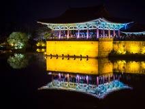 Vue de nuit de lac Anap (Anapji) dans Banwolseong Gyeongju, Corée du Sud Photographie stock