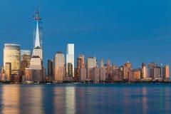 Vue de nuit de Manhattan du fleuve Hudson photographie stock libre de droits