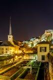 Vue de nuit de Neumunster au Luxembourg image libre de droits