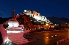 Vue de nuit de palais de Potala Images stock