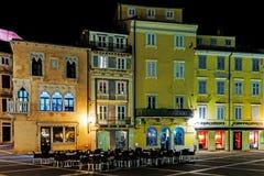 Vue de nuit de Piran Images stock