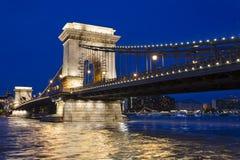 Vue de nuit de pont à chaînes de Budapest photo libre de droits