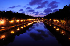 Vue de nuit de Ponte Sisto à Rome Photographie stock libre de droits