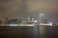 Vue de nuit de port de Hong Kong Photographie stock libre de droits