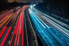 Vue de nuit de route BRITANNIQUE d'autoroute Images stock