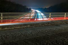 Vue de nuit de route BRITANNIQUE d'autoroute Photographie stock libre de droits