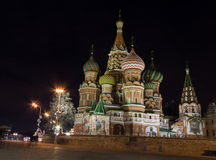 Vue de nuit de St Basil Cathedral à Moscou Photos stock