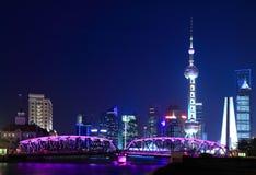 Vue de nuit de tour orientale de la perle TV de Changhaï Image stock