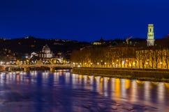Vue de nuit de Vérone, Vénétie, Italie Photographie stock libre de droits
