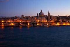 Vue de nuit de Valletta, Malte photographie stock libre de droits