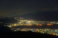 Vue de nuit de ville de Suwa et de Mt fuji Photographie stock libre de droits