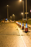 Vue de nuit des travaux routiers BRITANNIQUES de route d'autoroute Images libres de droits
