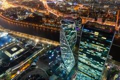 Vue de nuit de district des affaires de ville de Moscou de plate-forme d'observation photo stock