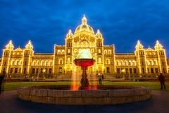 Vue de nuit du bâtiment du Parlement dans Victoria AVANT JÉSUS CHRIST Images libres de droits