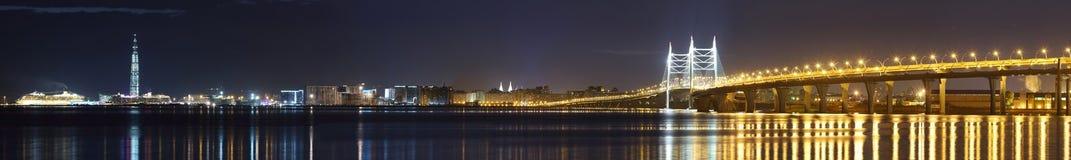 Vue de nuit du diamètre ultra-rapide occidental de St Petersburg image libre de droits
