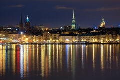 Vue de nuit du Gamla Stan à Stockholm, Suède Photos libres de droits