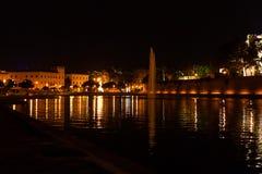 Vue de nuit du lac avec une fontaine en La mars de mars Parque De de La de Parc De Palma, Majorca Images stock