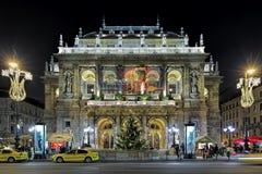 Vue de nuit du théatre de l'opéra d'état hongrois à Budapest Image stock