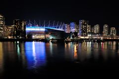Vue de nuit de False Creek images libres de droits