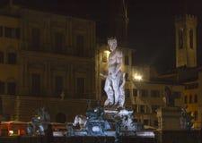 Vue de nuit de fontaine de Neptune à Florence Photographie stock