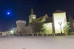 Vue de nuit de forteresse d'Aiud Image stock