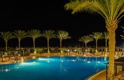 Vue de nuit de l'hôtel Jaz Belvedere Resort images stock