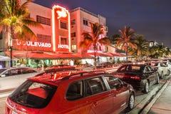 Vue de nuit à la commande d'océan à Miami Photos stock