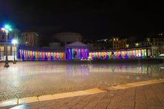 Vue de nuit de la place devant Noël Image libre de droits